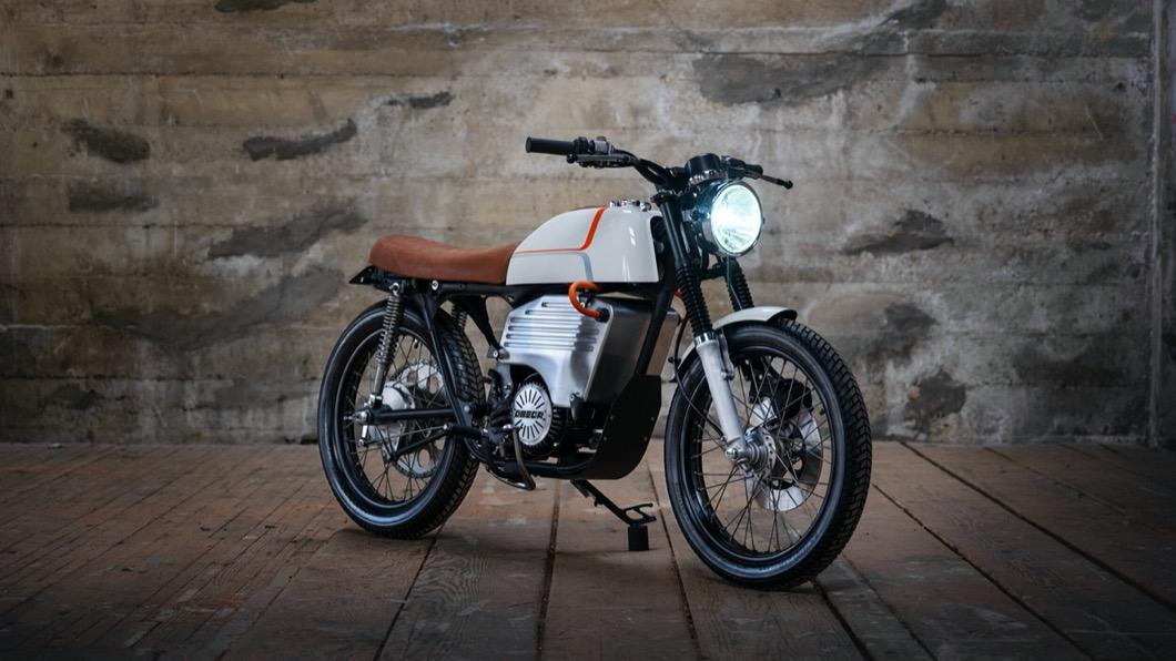來自舊金山名為Omega Motors的公司以Honda CB200為基礎,將這台車改造成電動機車。(圖片來源/ Omega Motors) Honda CB200改成電動車結果悲劇! 續航力僅48公里好像不太夠用