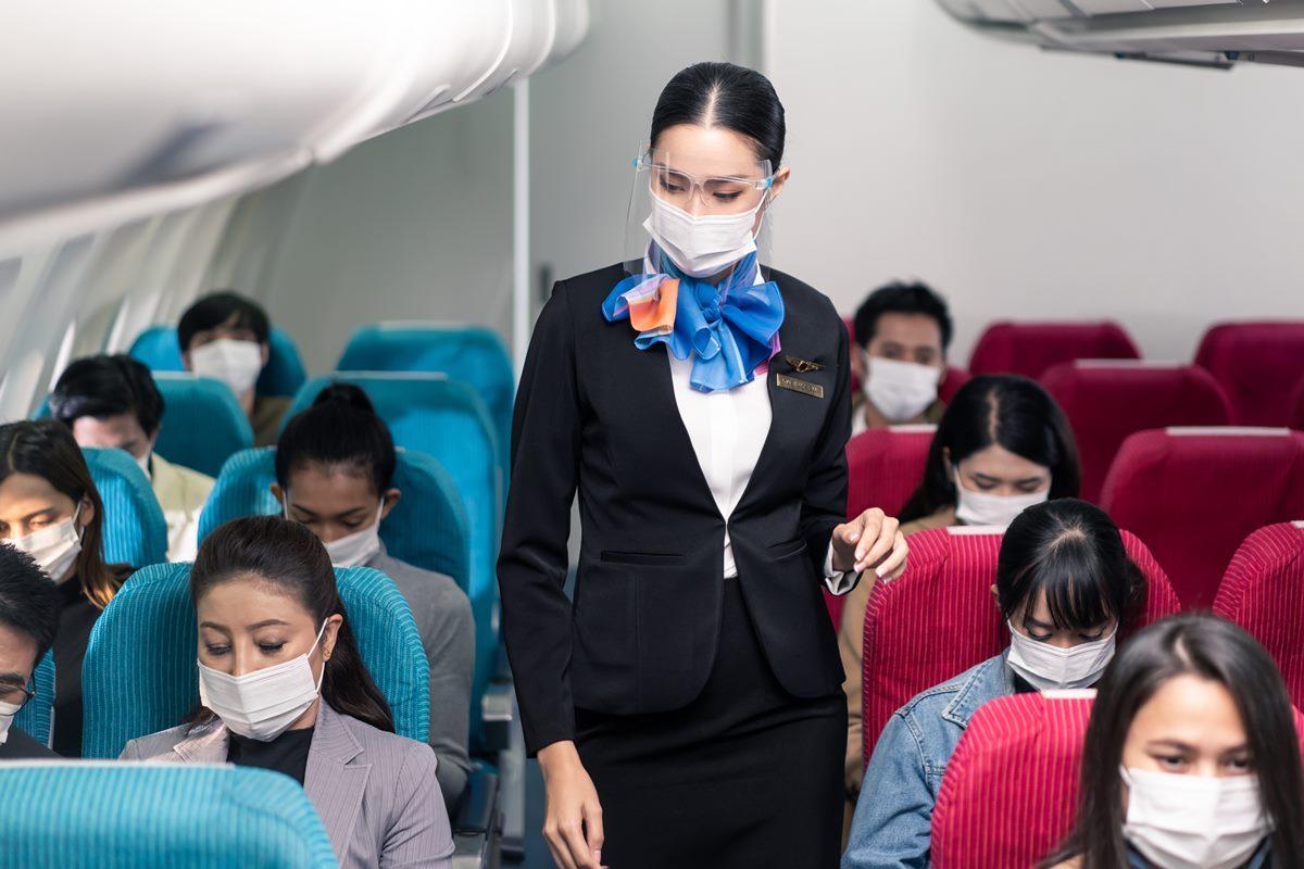 1張圖看懂「染疫排名」!大樓辦公比到超市更危險,室內用餐、搭飛機還比健身房風險低