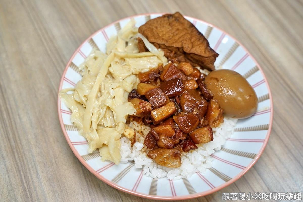 好佛心!古早味滷肉飯「愛心餐盒」每日100份免費吃,鹹香雞絲配手作「油蔥酥」超搭