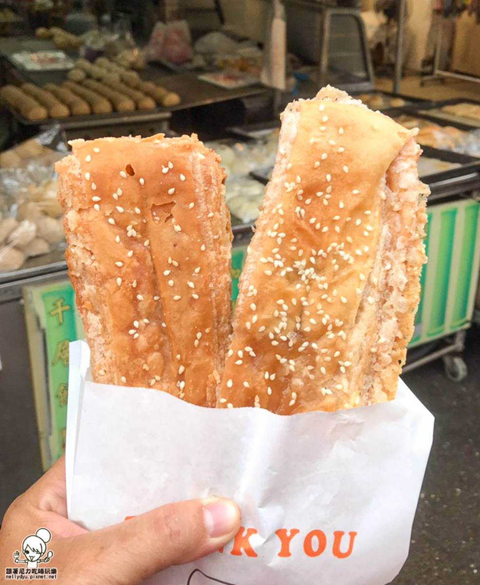 晚來吃不到!20公分「千層烤餅」酥脆唰嘴只要25元,扎實燒餅夾「香椿」超夠味