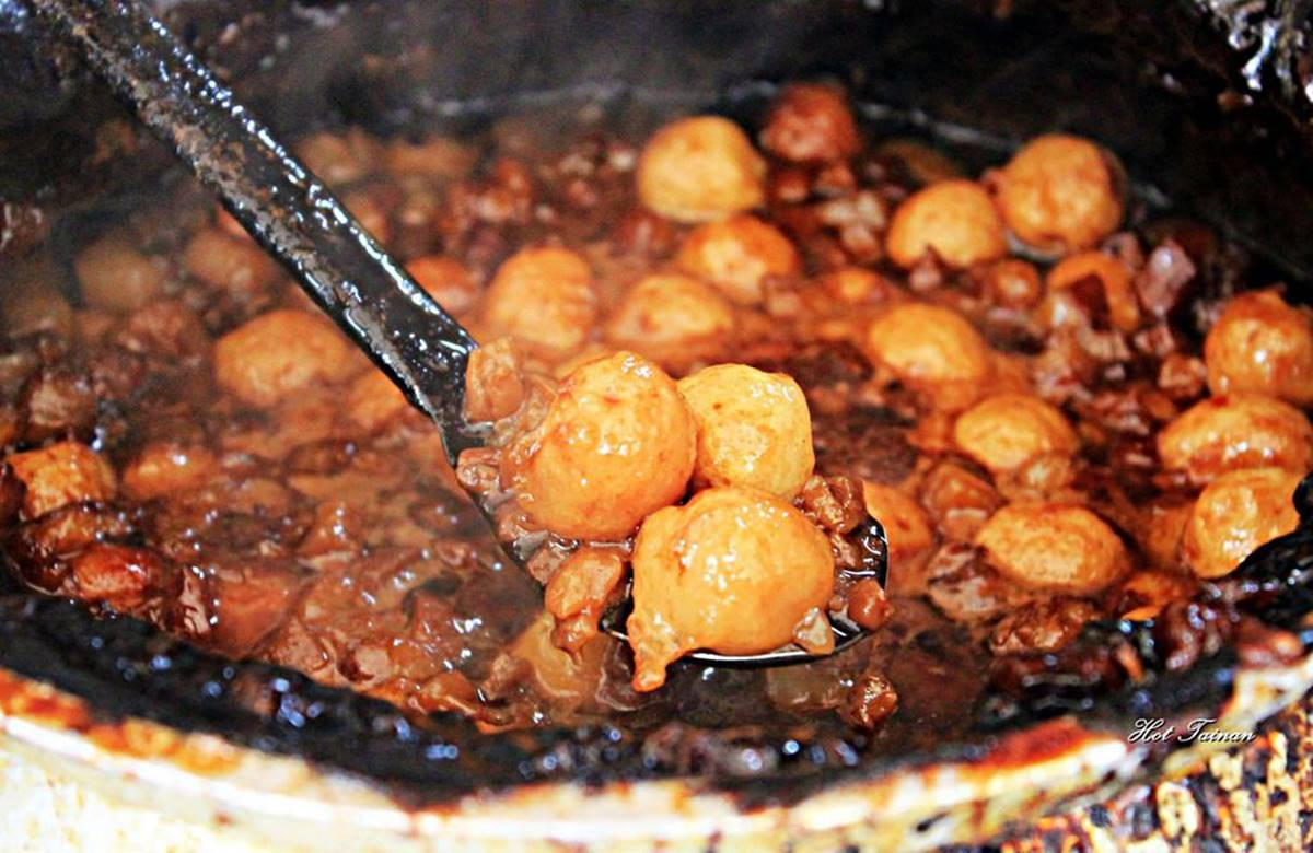 這不是粽子!40年老字號「竹葉米糕」肉燥香氣超濃郁,必搭靈魂配料「滷丸」才對味