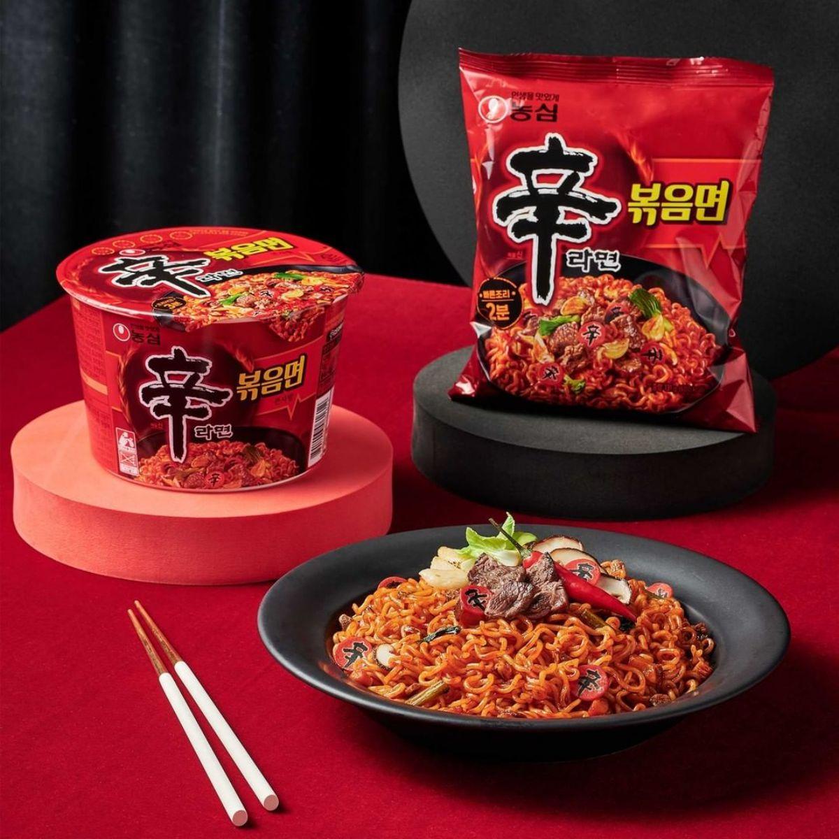 泡麵控先嘗!韓國「辛拉麵」首次推無湯頭「炒拉麵」,挑戰嗜辣極限