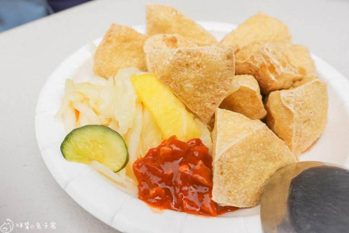 嘗過1次就上癮!銅板價「土魠魚羹」吃得到大塊鮮嫩魚肉,內行人套餐必搭噴汁臭豆腐