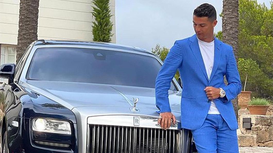 前些時候C羅曬出和愛車Rolls-Royce Ghost的合照,這輛價值不斐超過新台幣2,000萬元的超豪華房車,在他的收藏名單裡面只能算普通貨色。(圖片來源/ IG-cristiano) C羅收車不手軟 挑3輛售價就直逼3億新台幣!