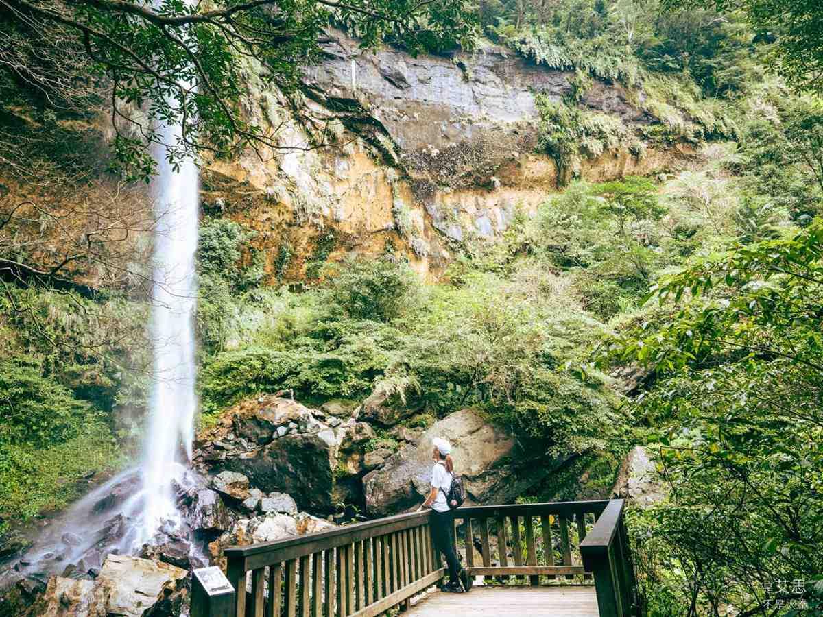 負離子天堂!超消暑「祕境步道」1次可賞3大壯觀飛瀑,還能遠眺火車、基隆河