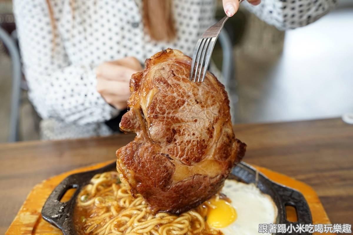超有哏水餃店!嗜辣者必嘗「噴火龍」口味,肉控再嗑比臉還大「肩胛肉牛排」