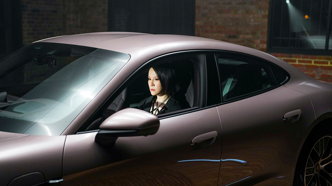 「搖滾繆斯」楊乃文駕駛後輪驅動版Taycan挑戰自我。(圖片來源/ Porsche) 楊乃文與Porsche一拍即合 駕駛Taycan挑戰自我