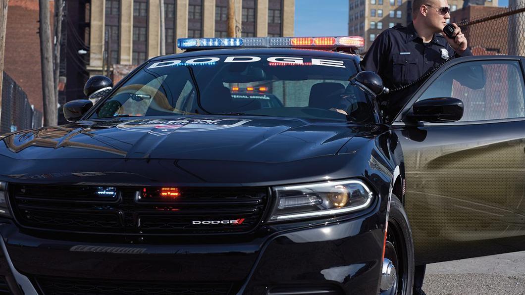 為降低酒駕危害,美國國會正在制定一項道路運輸法案,要求汽車製造商為新車配備防止酒駕啟動車輛的技術。(圖片來源/ Dodge) 美國立法推新車酒測裝置盼終結酒駕 估計每年可救一萬人!