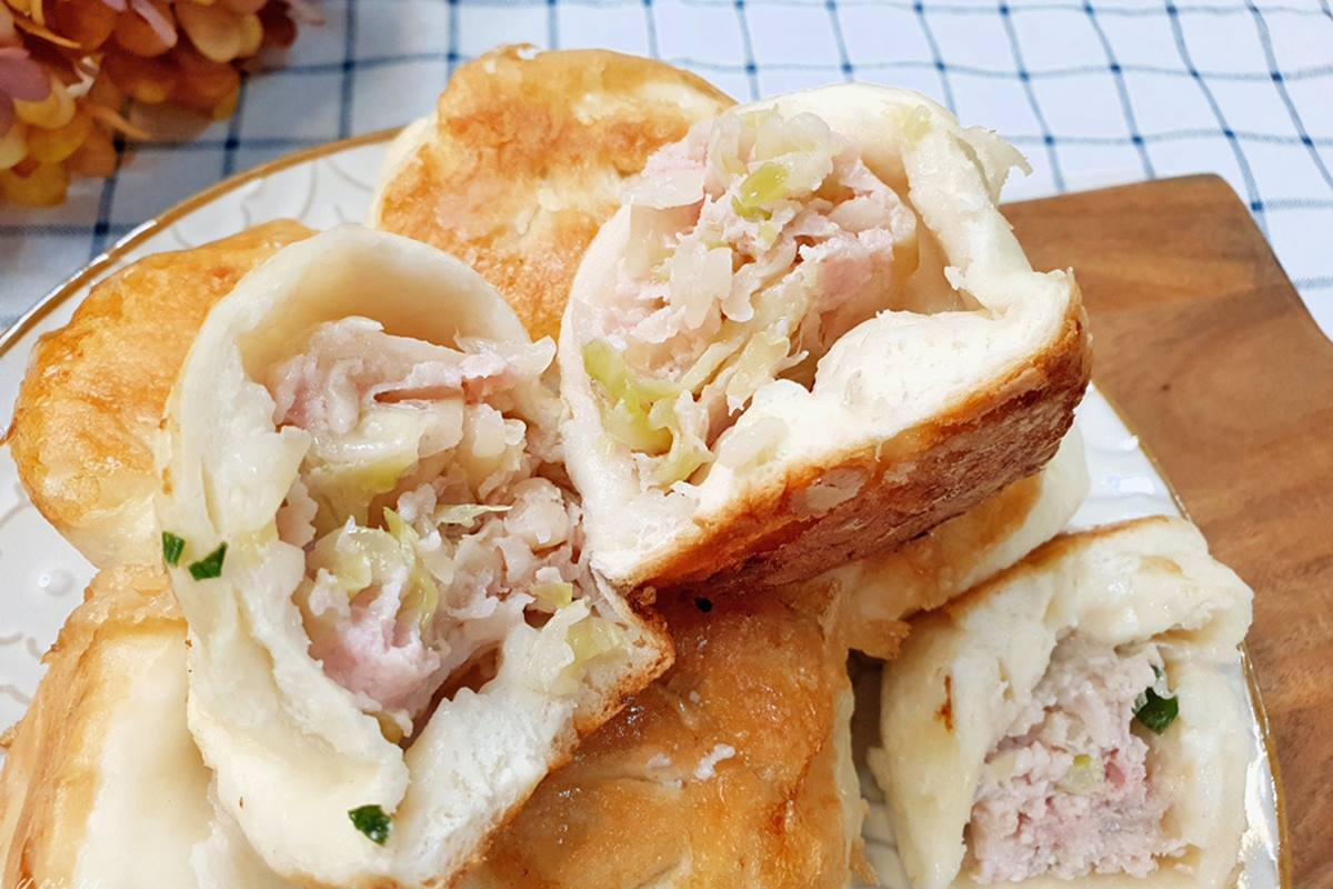 均一價10元!金黃酥皮「水煎包」嘗得到鮮美肉汁,現包現煎一口咬下超滿足