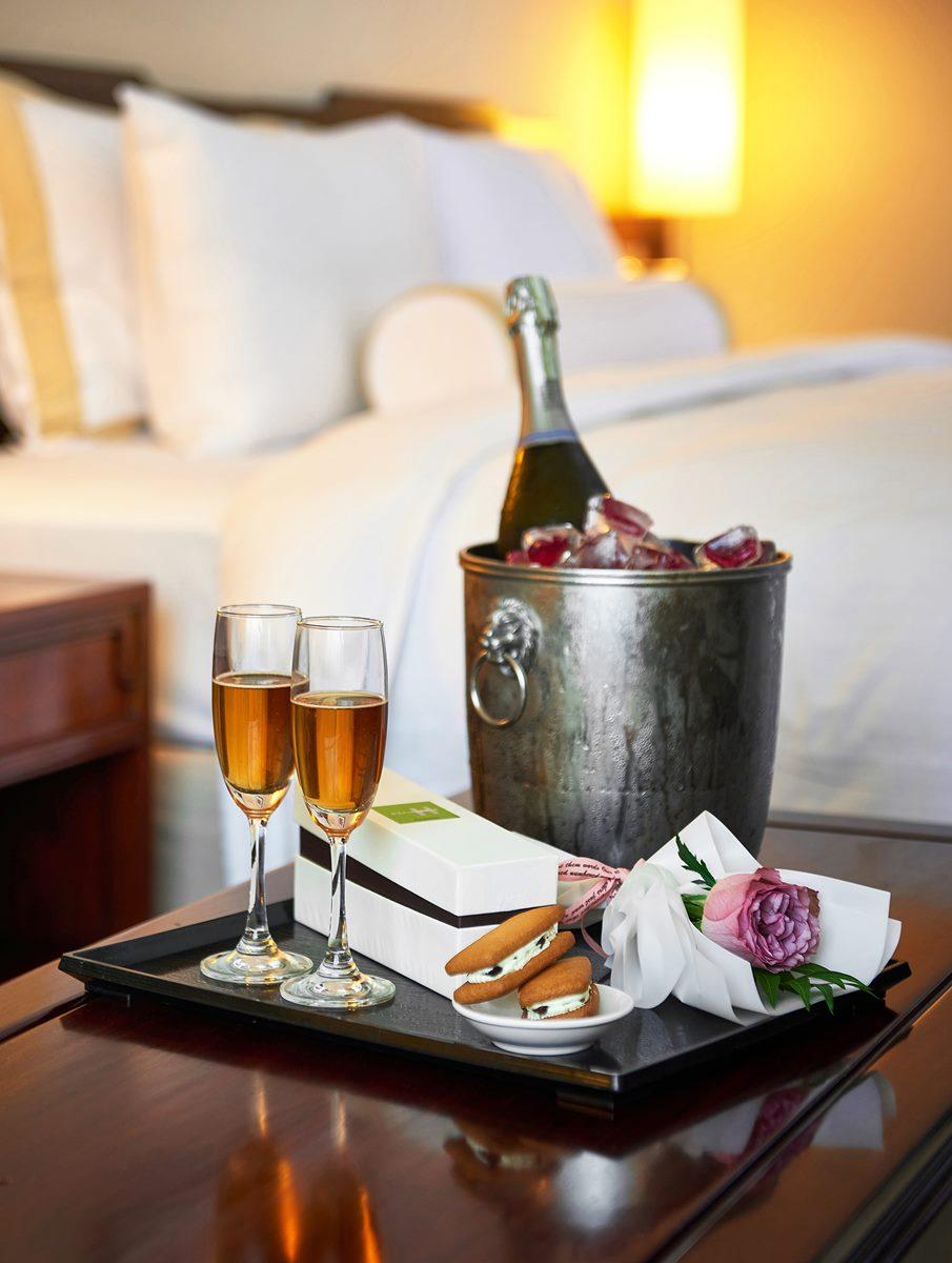 全台7飯店七夕放閃好康!加11元爽吃2500元大餐,免費浴袍和紅酒都能帶回家