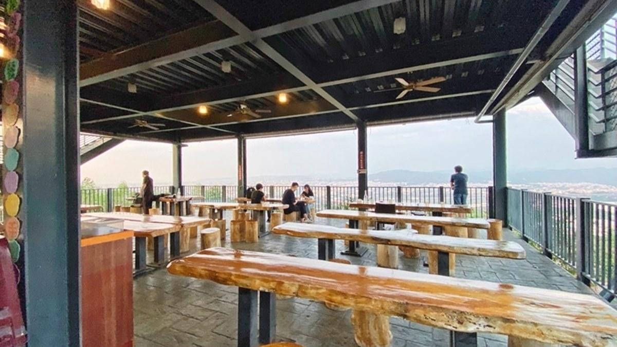 呼叫男友來放閃!浪漫景觀餐廳必拍「雲間仙境」、180度夜景,還能爽吃澎派海陸雙人鍋