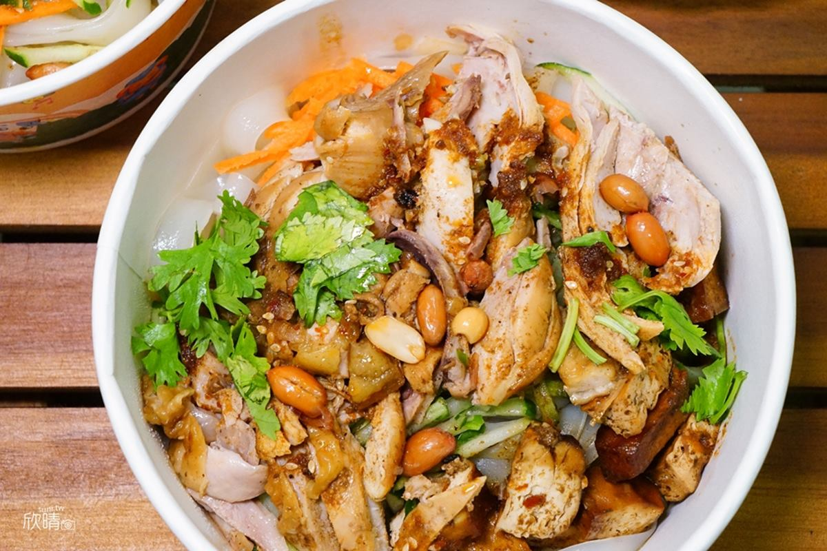漢堡始祖是它!陝西小吃「肉夾饃」塞滿肉餡只要60元,嫩Q涼皮搭「紅袍口水雞」超開味