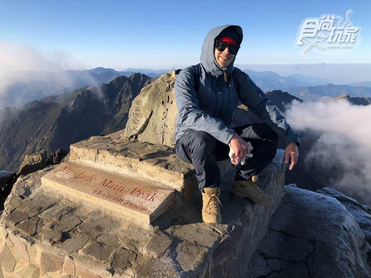 《熱血48小時》攻頂玉山!威廉狂吻海拔3952公尺石碑,搞笑分享口感「又冰又甜」