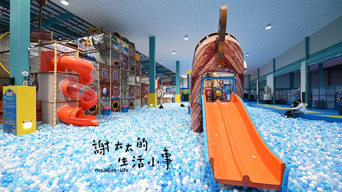 小孩玩瘋了!親子飯店出門就是賽車道,爽玩百萬球池、巨型溜滑梯