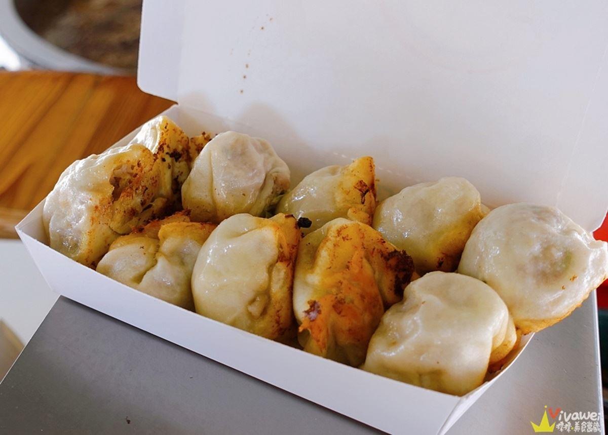 1顆只要8元!小貨車現煎「福州包」底部焦脆超唰嘴,薄皮口感搭「獨門醬料」更對味