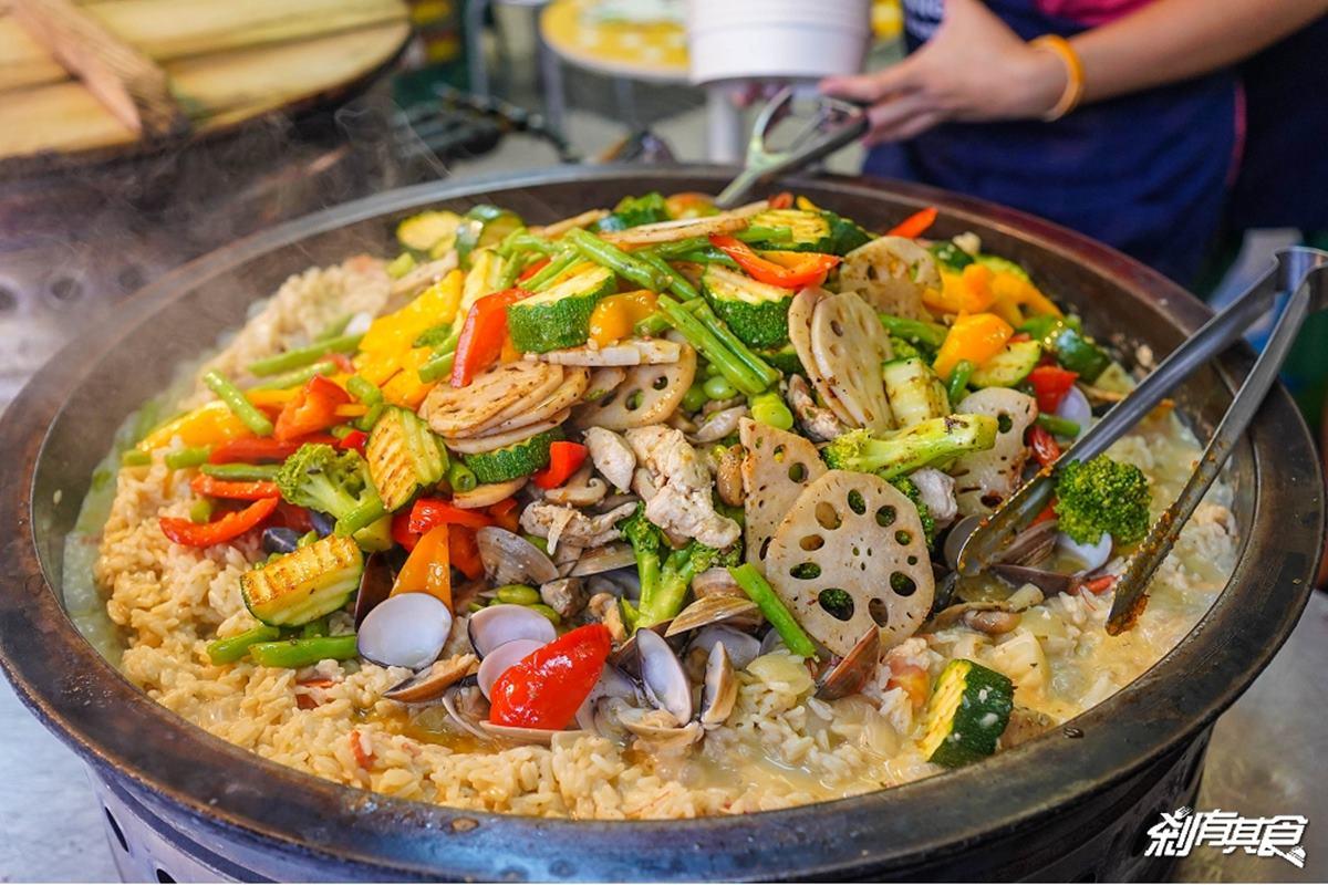 旱溪夜市名攤復活!人氣「鍋煮燉飯」鋪滿海鮮均一價100元,先嗑超濃郁奶油白醬