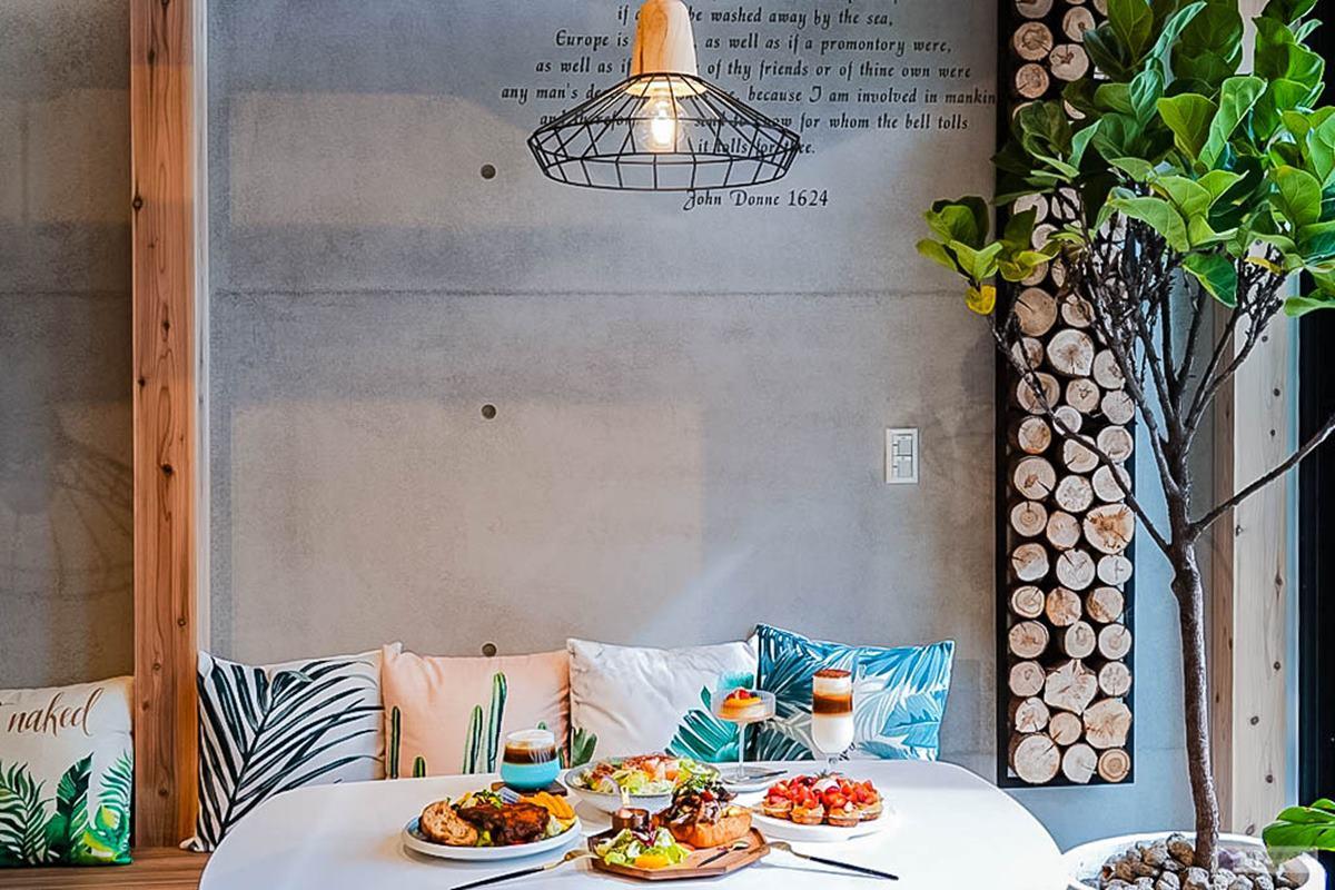 1秒到北歐!網美咖啡廳打卡清新「木質調裝潢」,水水必點漸層「藍柑橘拿鐵」超夢幻