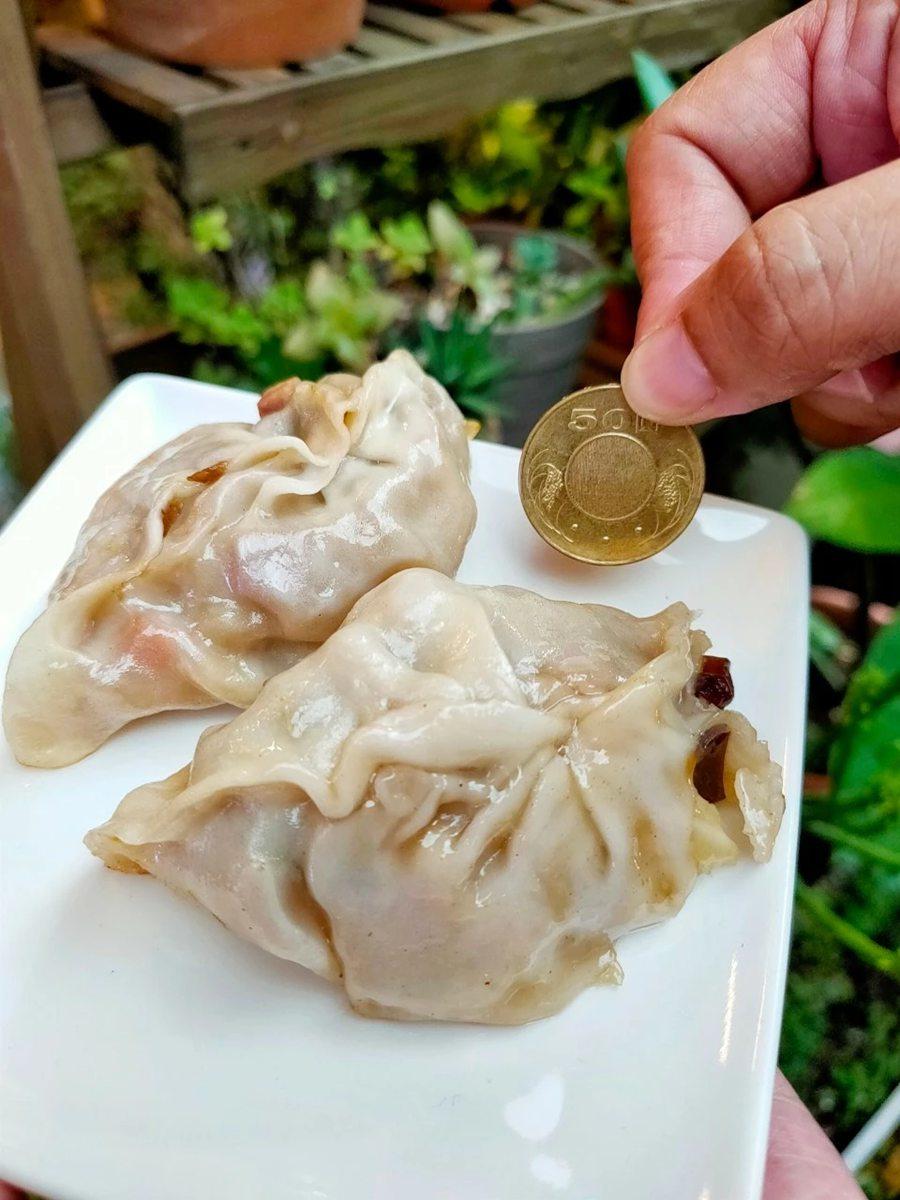 想吃先預訂!巨無霸「港式煎餃」吃4顆就會飽,經典高麗菜內餡一咬就噴汁