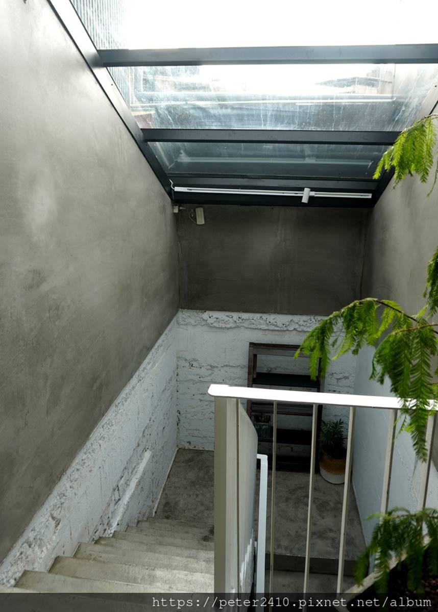【新開店】廟口夜市散步就能到!40年老屋變身時尚旅店,入住打卡必拍復古紅磚牆
