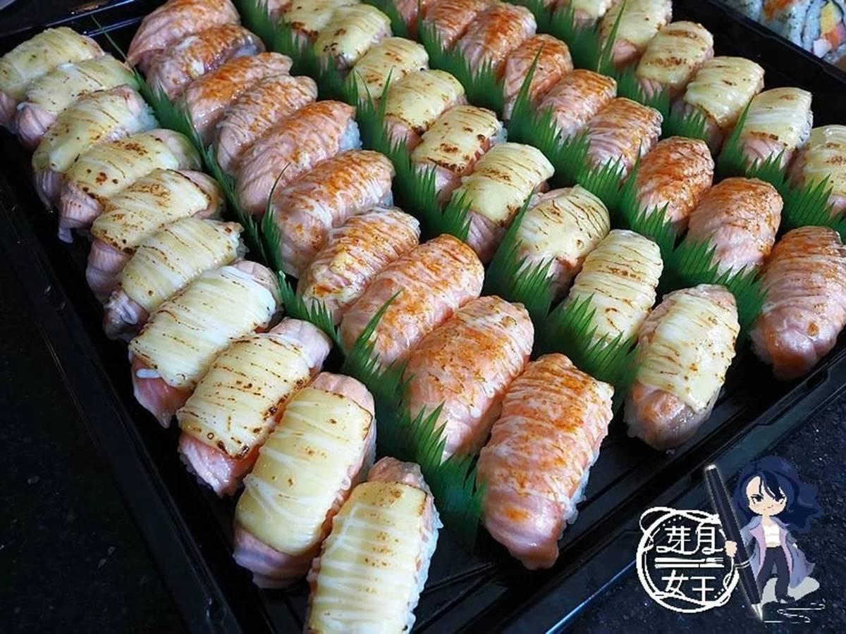 被燒肉耽誤的壽司店!50貫鮭魚握壽司只要850元,加200元吃得到2種「炙燒口味」