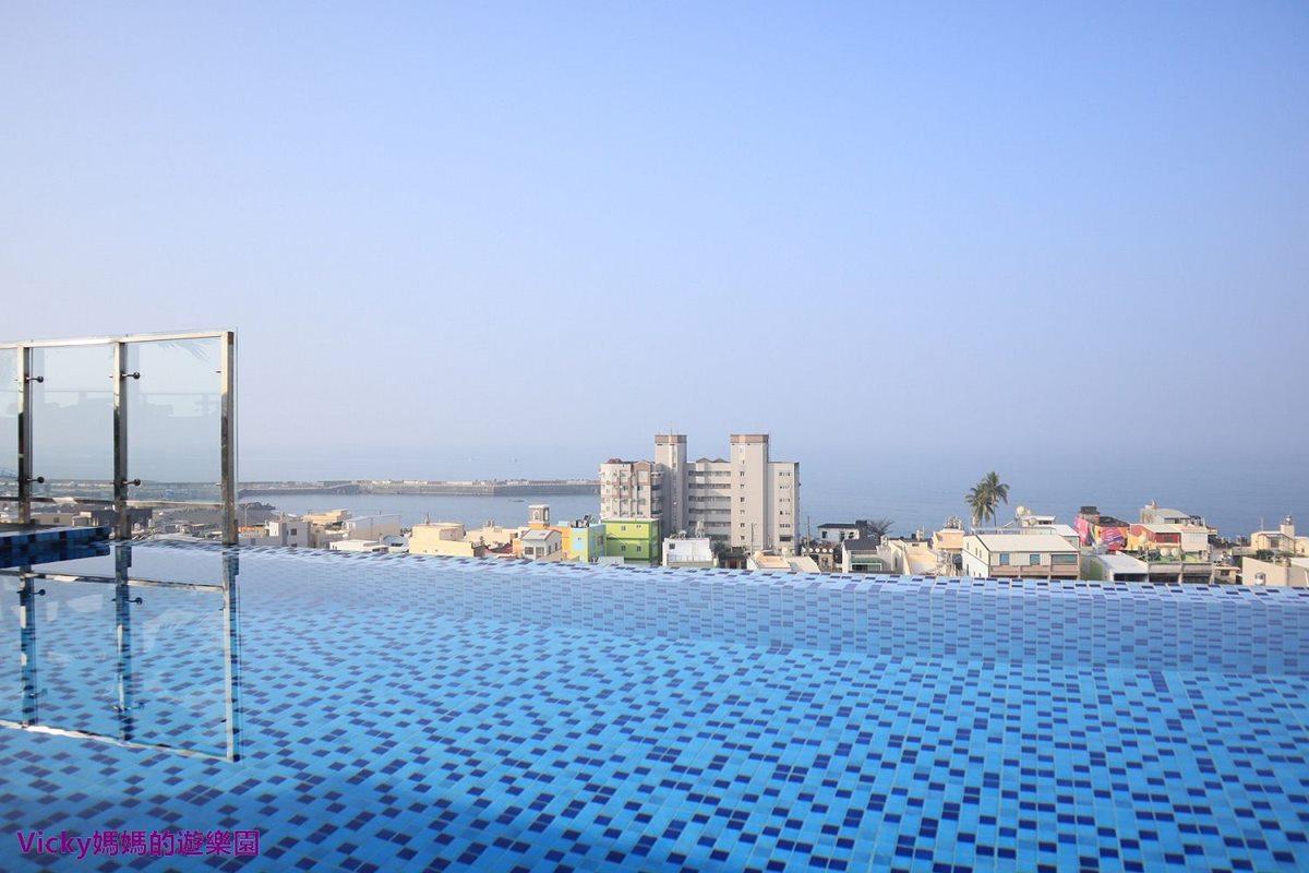 這樣玩超Chill!南洋風文旅打卡「無邊際泳池」,白天遠眺「小琉球」夜晚還有時尚酒吧
