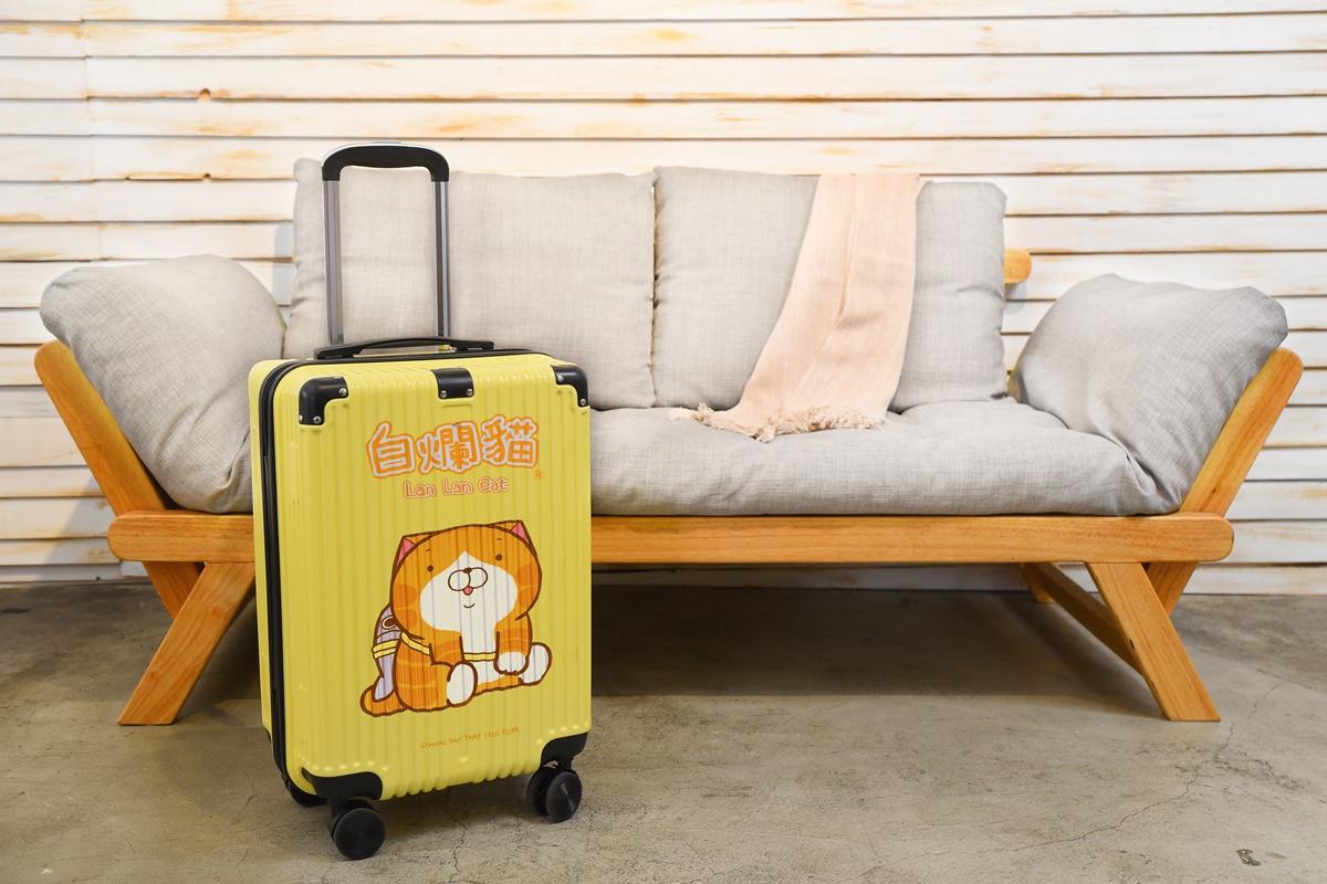 爛爛粉必Buy!小北百貨推5款「白爛貓」周邊,行李箱、安全帽、摺疊傘超欠收