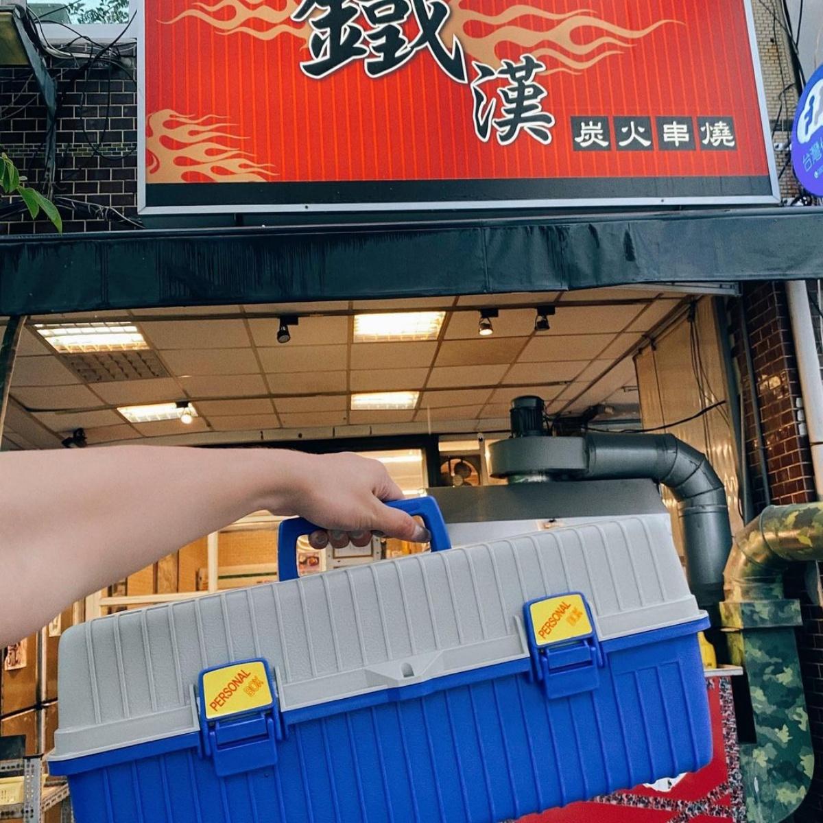 呼叫工具人!超浮誇3層「串燒工具箱」整咖拎回家,燒肉+海鮮一次滿足
