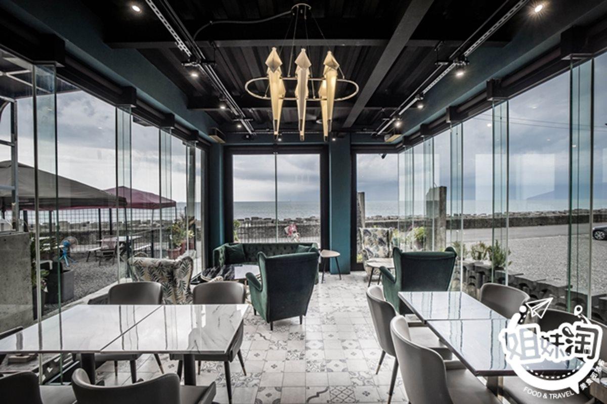 與海零距離!IG打卡「海景餐廳」先嗑招牌沙嗲蝦,漸層「彩虹調酒」網美會愛