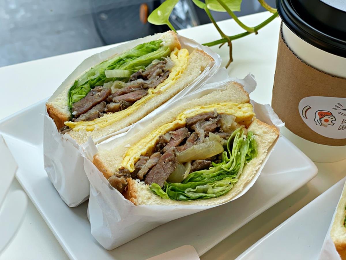 一口咬不下!爆餡「芋泥肉鬆」三明治只要60元,限定款「酪梨培根蛋」也必吃