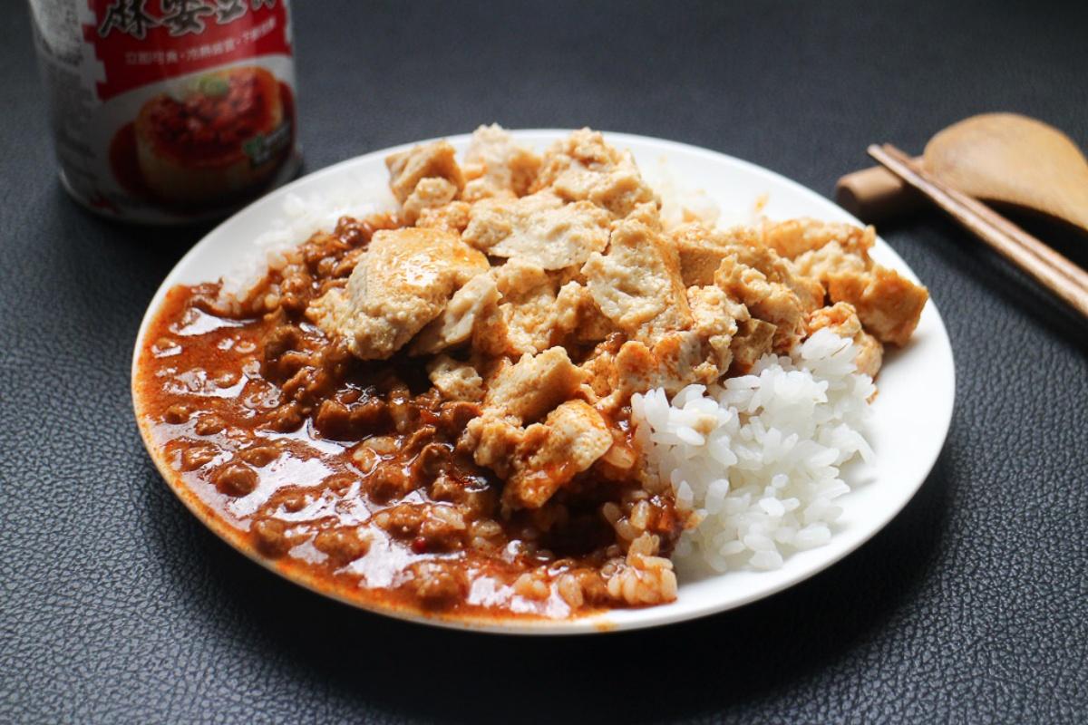 開罐就能享用!白飯小偷「麻婆豆腐罐頭」回歸上架,微辣開胃、每一口都吃得到肉末