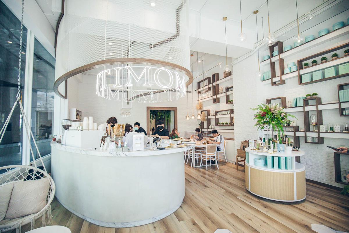 水水快收!純白系咖啡廳怎麼拍都美,必點超有哏「泡澡熊熊」咖啡、黑炭炸雞