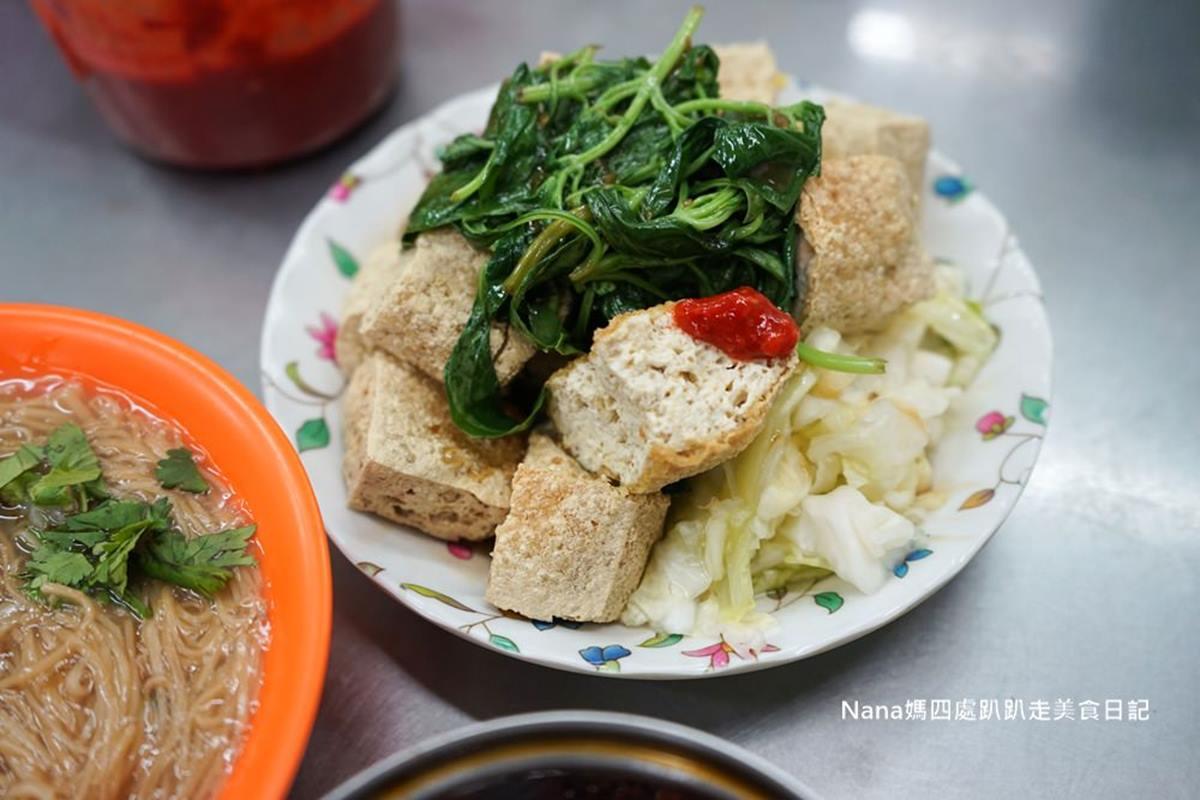 新莊人從小吃到大!30年「大腸麵線」選用現宰溫體豬,臭豆腐搭九層塔才對味