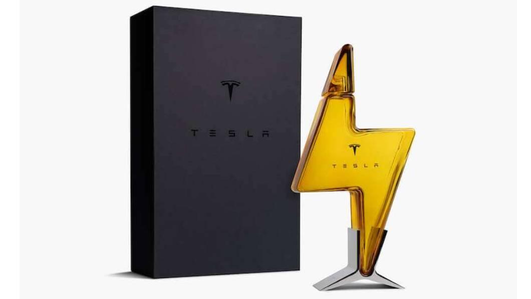 限量「Tesla閃電玻璃酒瓶」可以在Tesla線上商店搶購。(圖片來源/ Tesla) 台灣也買得到特斯拉限量閃電玻璃酒瓶 線上商店開放搶購