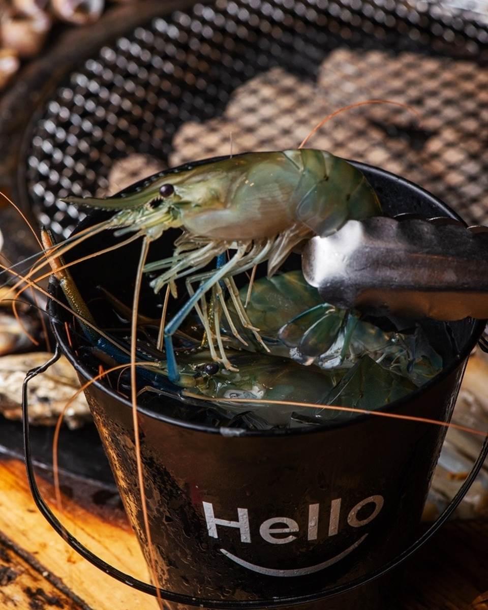 整隻龍蝦吃到飽!台南浮誇燒肉爽嗑30種食材,伊比利豬、現撈泰國蝦也必點