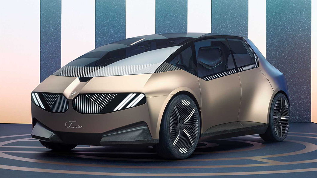 BMW i Vision Circular概念車在永續發展的概念下,全車採100%可回收材料製造,甚至包括電池組。(圖片來源/ BMW) BMW概念車告訴你什麼叫環保! 不只100%回收材打造它連藍白廠徽都拔掉