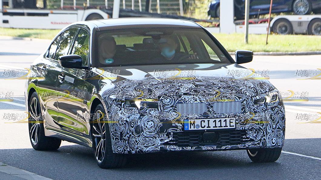 3 Series小改款偽裝測試車再度曝光,頭燈設計再有變化。(圖片來源/ TVBS) 搶先間諜照/小改3 Series頭燈再變化 BMW:看不到的內裝改更大
