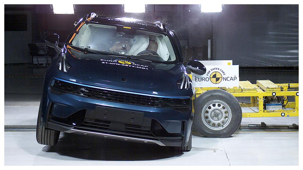 隸屬吉利旗下全新品牌的Zeekr 001定位為高端純電作品,目標鎖定特斯拉,其Euro NCAP五星評價也令專家另眼相看。(圖片來源/ Euro NCAP) 蔚來、Zeekr奪Euro NCAP五星 專家:安全環保比肩一線大咖