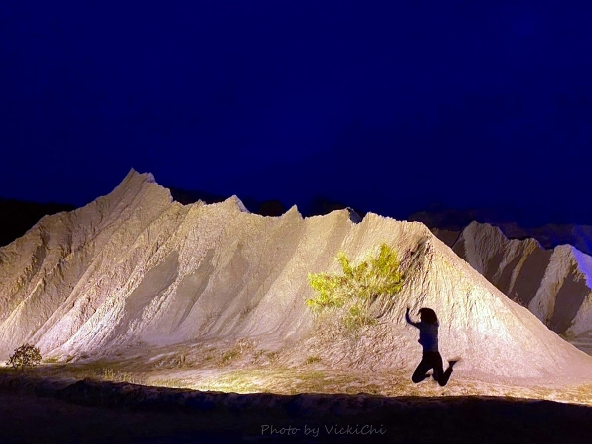 CNN評價必訪!高雄「地質公園」打卡絕美燈光秀,荒涼惡地景觀彷彿置身月球