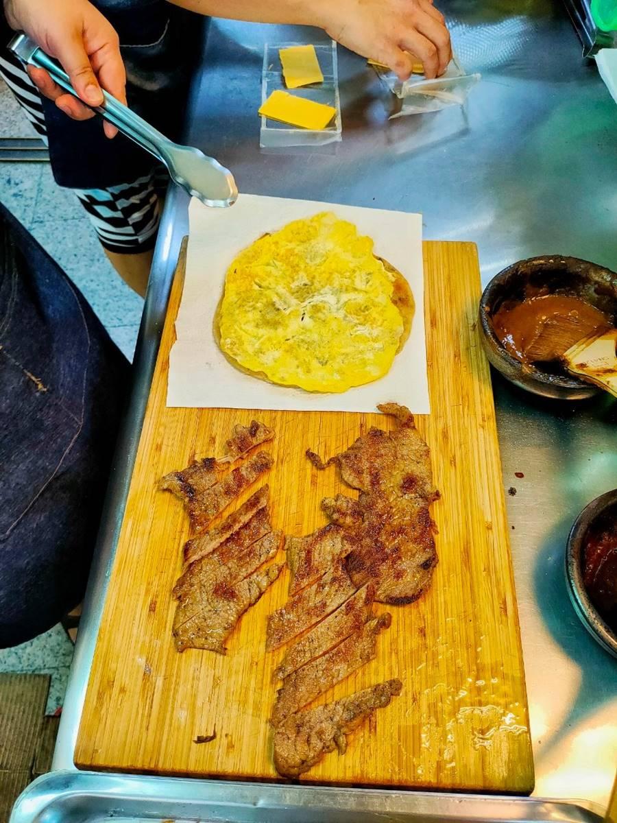 1顆4元!桃園「雪花煎餃」吃得到焦香脆皮,綜合口味一次嗑2種內餡