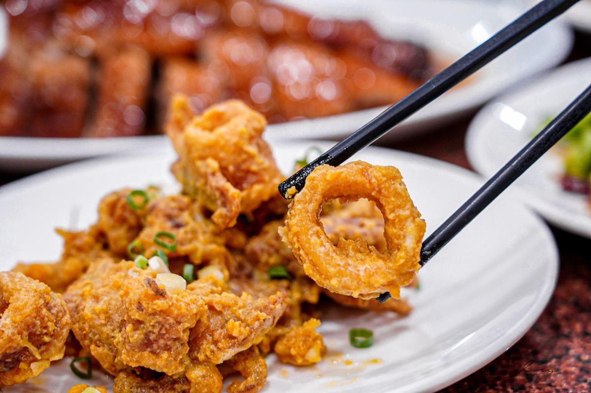 8折開嗑!台中現撈「活蟹料理」吃得到飽滿蟹黃,必點紅蟳麻油蛋、蒜味沙公