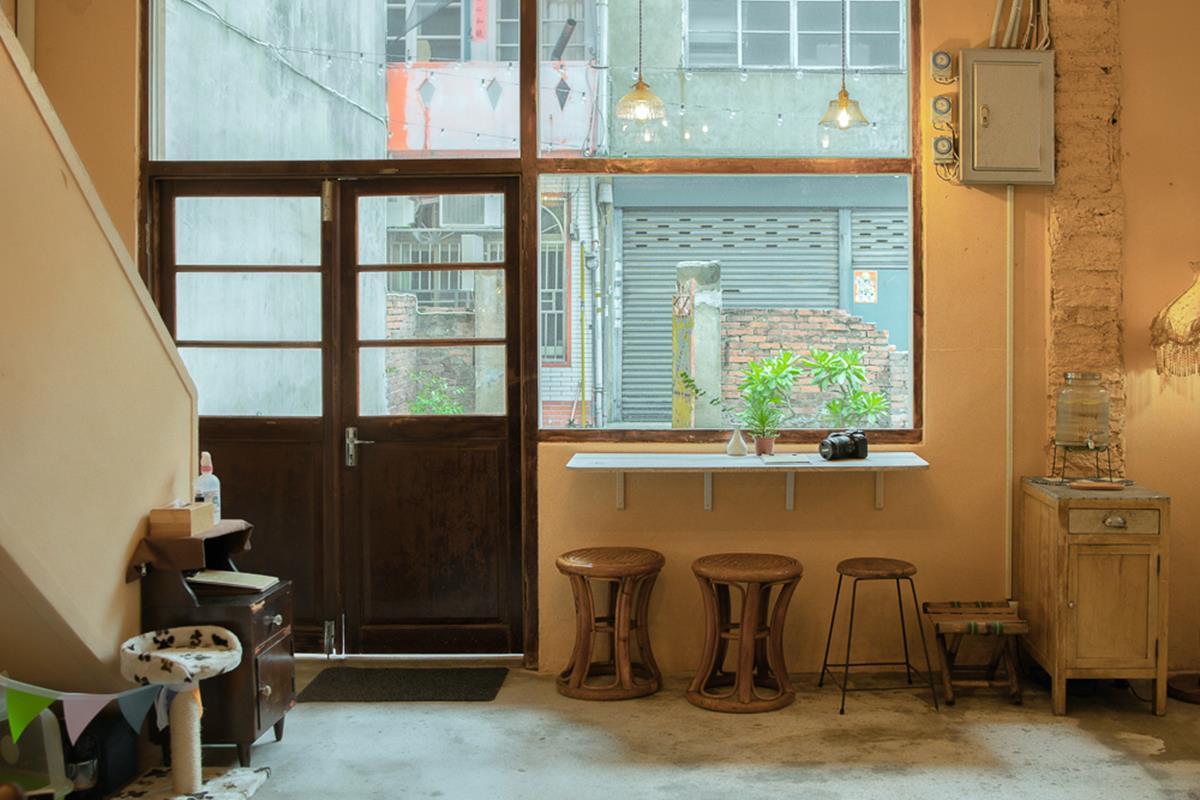 水水搶預約!新竹老宅咖啡廳必拍「全白露營帳」,甜食先嗑濃郁「昭和布丁」