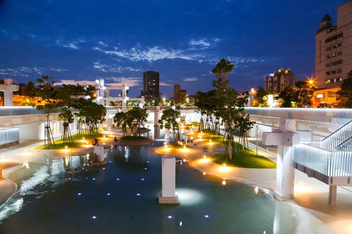 打卡必衝!台南6大夜拍聖地:阿凡達生命之樹、星光鯨魚、風之使者梅花鹿