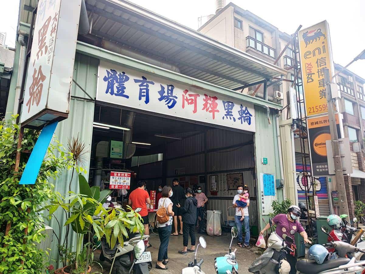 府城人最愛台式下午茶!台南最強10元黑輪,竟躲在鐵皮屋廠房內
