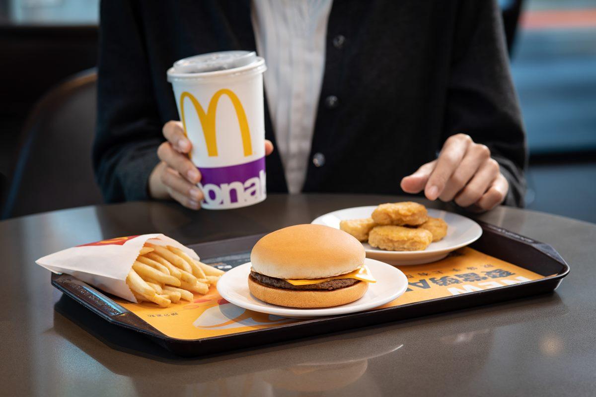 麥當勞連續28天「買一送一」!秀手機畫面現賺335元,漢堡24元就能吃