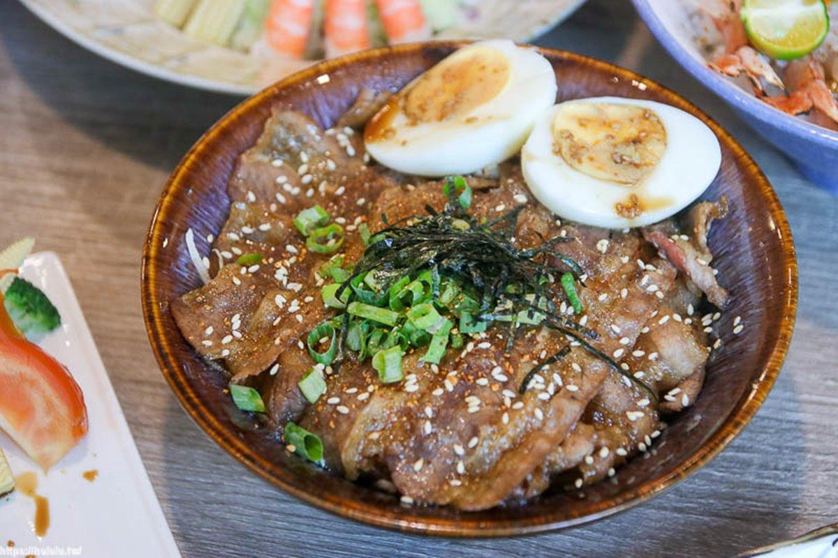 使用當季漁獲!台南隱藏版日料必點爆量「五鮮丼」,招牌握壽司爽嗑8種海味