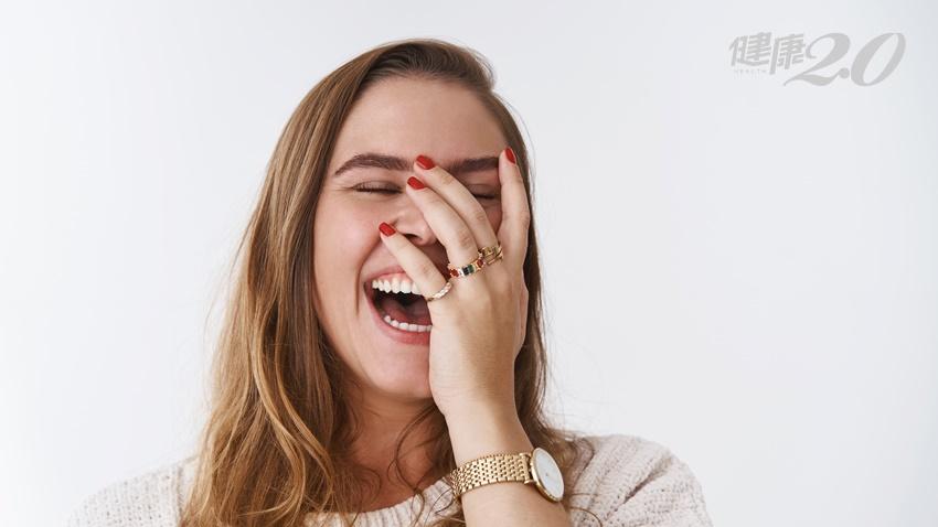 一笑就「掉下巴」是下顎骨脆弱?如何治療?復健科醫師告訴你