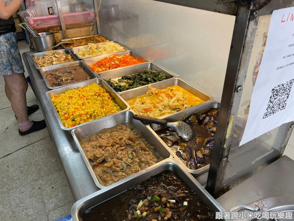 老闆娘超佛心!新竹「85元便當」雞排大到炸出來,35元經濟飯吃得到3樣配菜