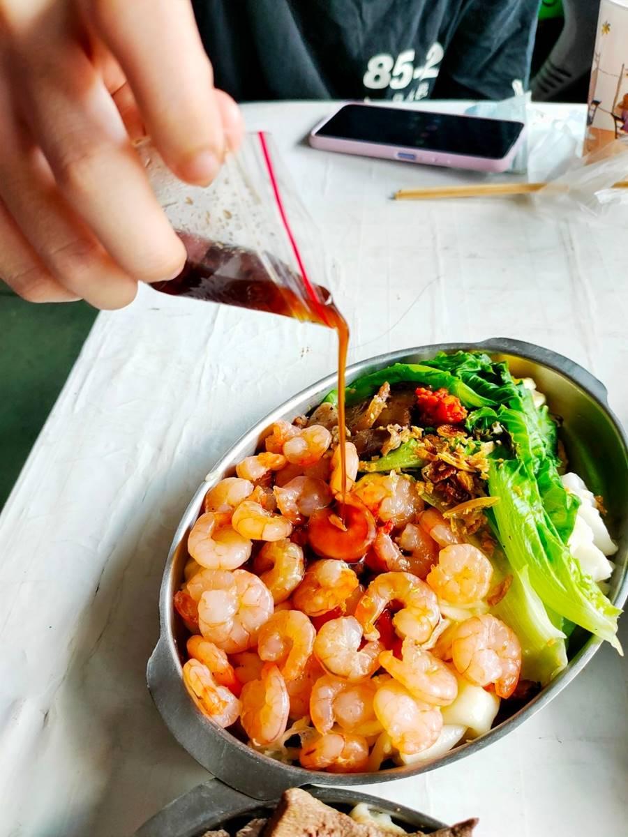 隱身市場美食!桃園道地「海陸腸粉」吃得到7種料,超浮誇「蝦仁蛋」也必點