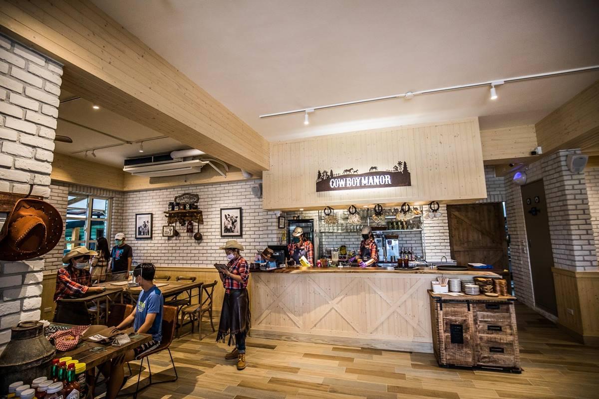 【新開店】神還原西部片!新北美式餐廳打卡「牧場大穀倉」,還能跟馬兒互動