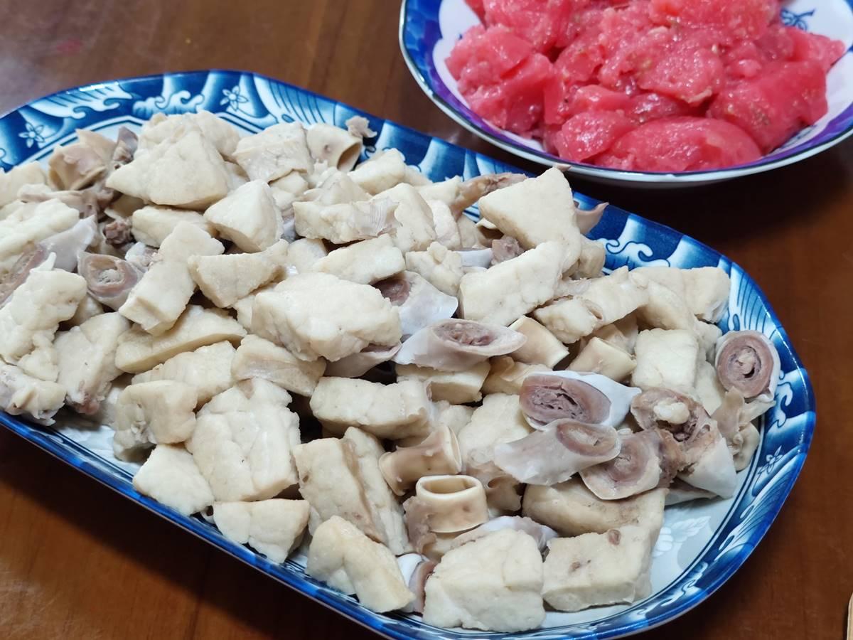 3小時賣光!嘉義最強早餐「粉豬肺」配「紅色粉粿」,沾蒜泥醬油膏走紅40年